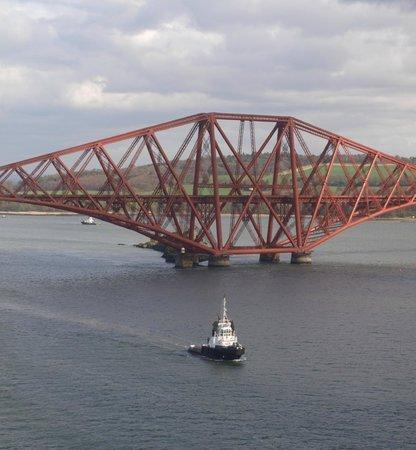 Forth Bridge: Iconic rail bridge
