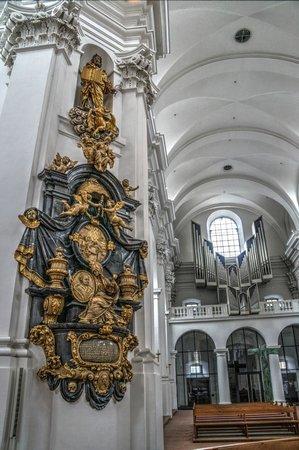 Stift Haug: an interior view