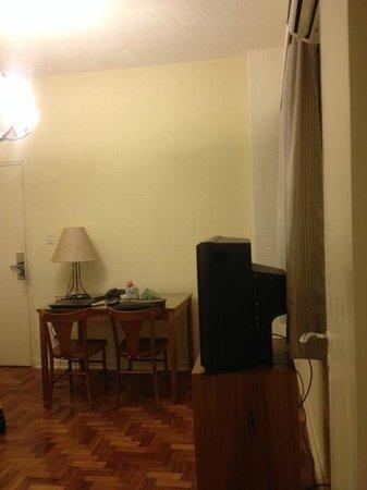 Rojas All Suite Hotel: Salinha