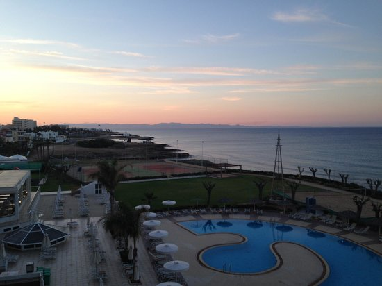 Pernera Beach Hotel: View from our balcony looking to the north at sunset