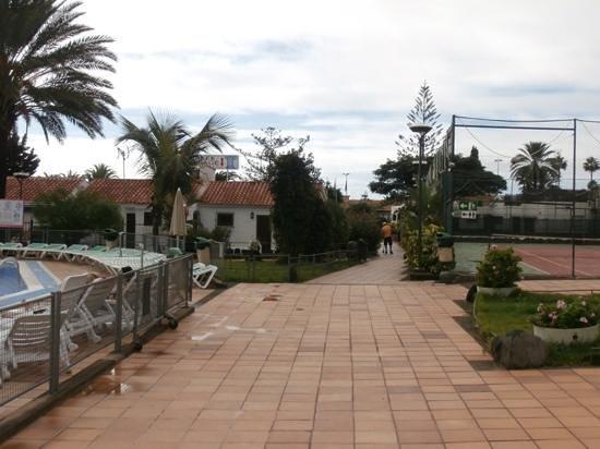 Santa Clara Bungalows: centre of complex including tennis court.