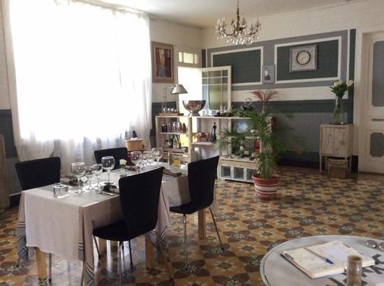 La Terrasse Cuisine Française : le carrelage ,l'ambiance méditérranée des proprietaires du Var