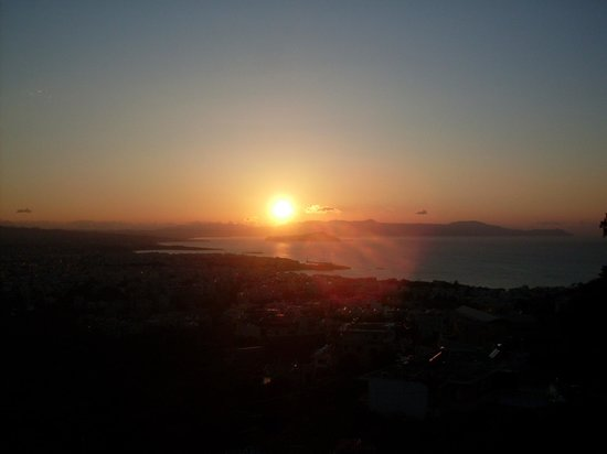 Royal Sun Hotel: Sunset over Chania from the dining balcony!