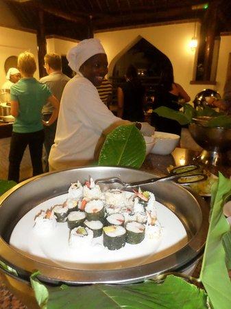 Sea Cliff Resort & Spa: Susan making sushi!