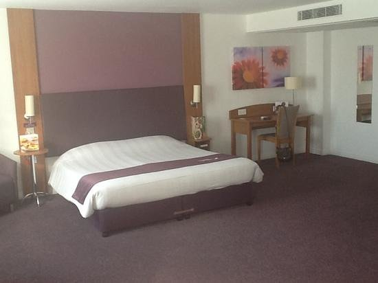 Premier Inn Camborne Hotel: Disabled room at Premier Inn, Camborne, Cornwall.