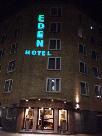 Centro Hotel Eden: Hotel entrance
