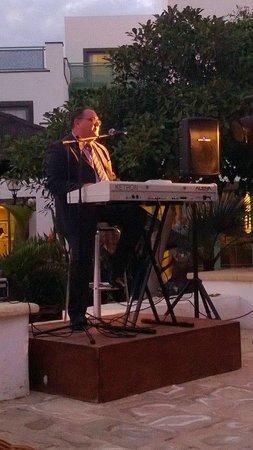 Gran Castillo Tagoro Family & Fun Playa Blanca: Evening entertainment outside the main bar.