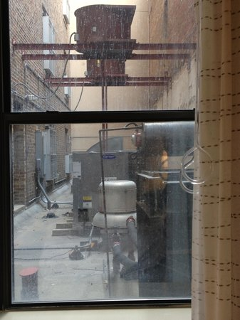 Residence Inn Memphis Downtown: Loud terrible room view