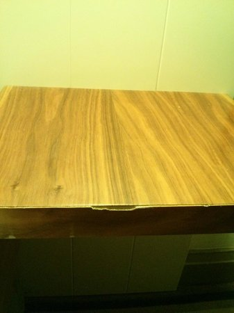 Village Hotel Manchester Cheadle: Chipped bedside table