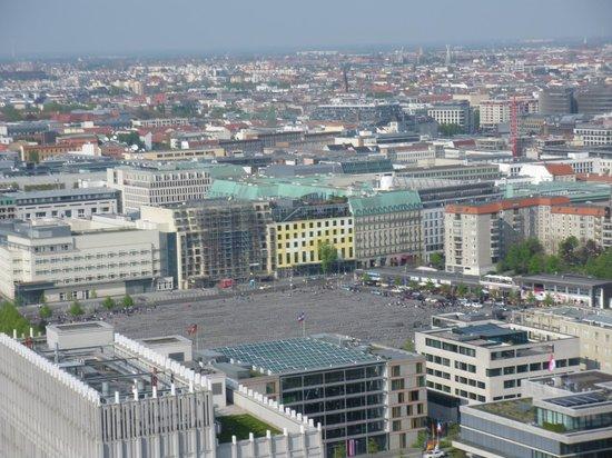 Panoramapunkt : Vista sobre o memorial do Holocausto
