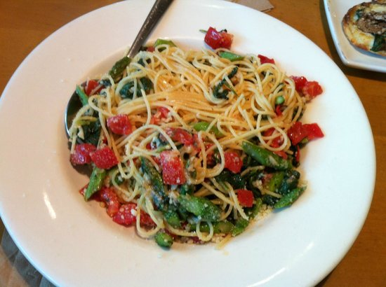 Asparagus + Spinach Spaghettini - Picture of California Pizza ...