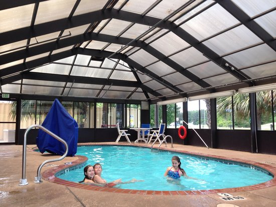 Comfort Inn Hammond: Relaxin' and swimmin'. Perfect after a 7 hour drive!