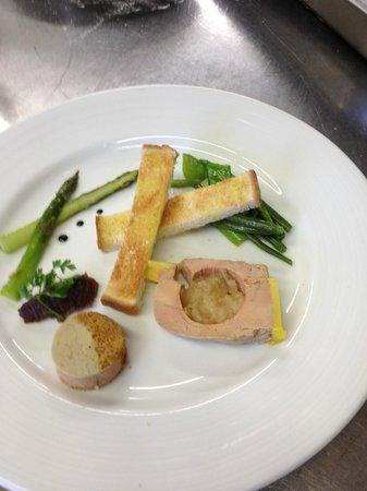 Logis Tante Yvonne : Foie gras, compoté de poires, chutney d'oignons