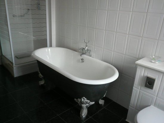 North Stafford Hotel: The bath