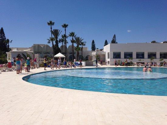 Iberostar Diar El Andalous : Dancing round the pool.