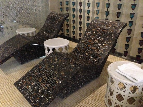 spa heated stone lounge chairs picture of encore at wynn las vegas