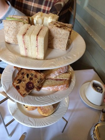 Charingworth Manor: Gorgeous afternoon tea.