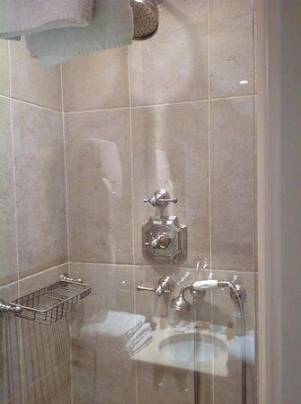 Hôtel Saint-Louis Saintonge : douche
