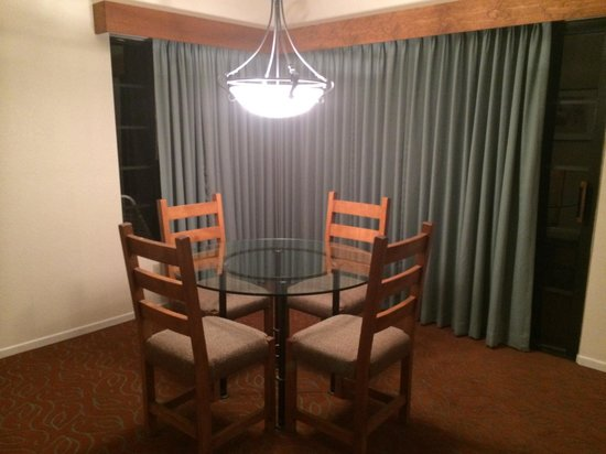 Riviera Oaks Resorts: Dining table