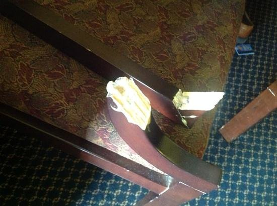 Clarion Inn & Suites: the chair
