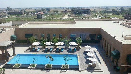 Radisson Blu Hotel Amritsar: pool view from window