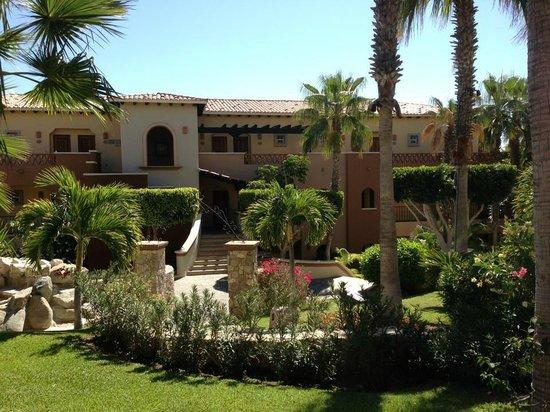 Sheraton Grand Los Cabos Hacienda del Mar : The building we stayed in.
