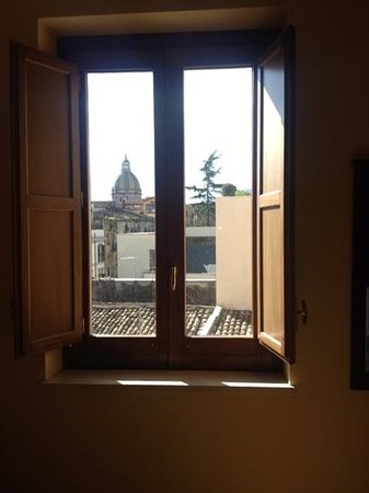 Hotel Columbia Palermo: View from the window