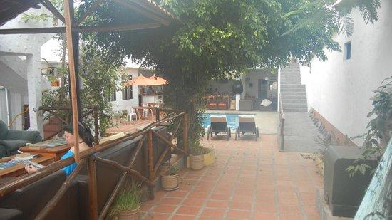 Hotel  La Casa de Judy: Entrance to Hotel Galapagos Inn