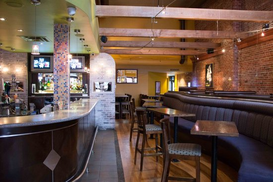 Spicy Olive Bar and Grill: great seating
