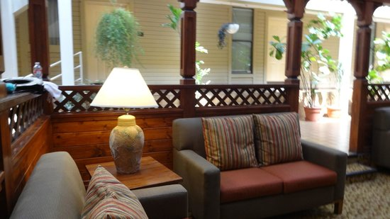 Christie Lodge: Side Lobby