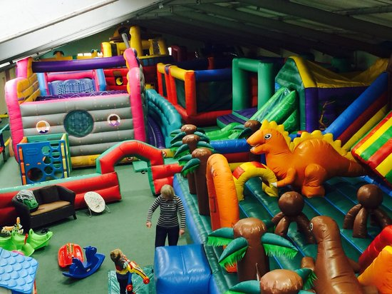 Redruth, UK: Giant Fully inflatable indoor play area