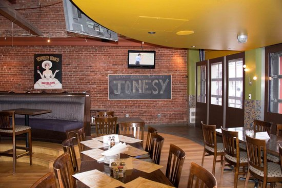 Spicy Olive Bar and Grill: Live Bands Thurs, Fri and Saturday