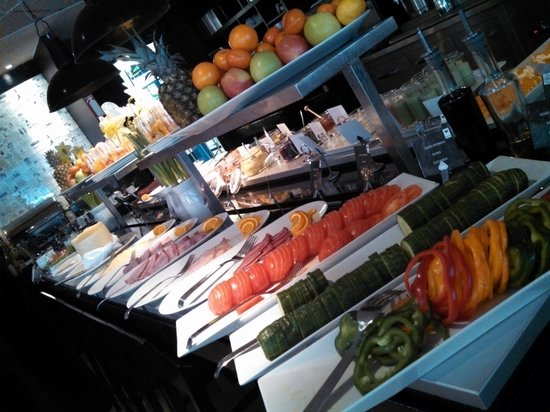First Hotel Reisen : Yum, tons of options to choose from, all fresh and delicious.