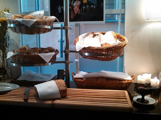 First Hotel Reisen: Awesome bread selection.