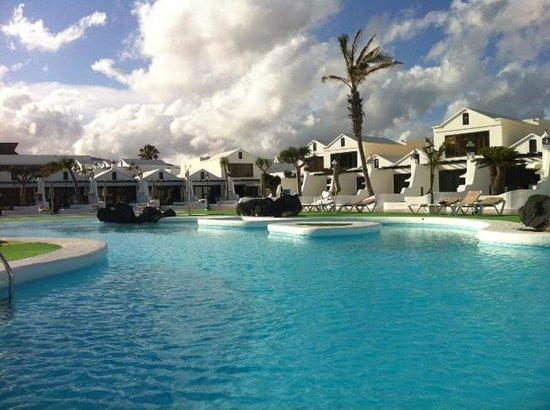 Sands Beach Resort: Piscinas Plaza Amarilla