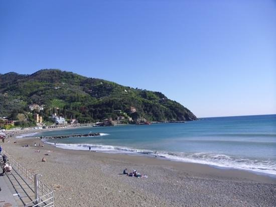 A Durmi: beach in Levanto