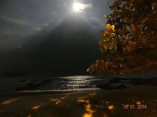 Penha, SC: Nascer da lua!