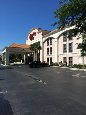 Hampton Inn Bonita Springs/Naples North: View of the front of the Hotel