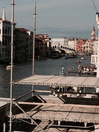 Palazzo Sant'Angelo sul Canal Grande : Blick aus dem Zimmer Richtung Realtobrücke