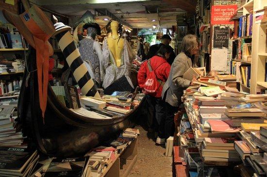 Libreria Acqua Alta: How you can find a book?!