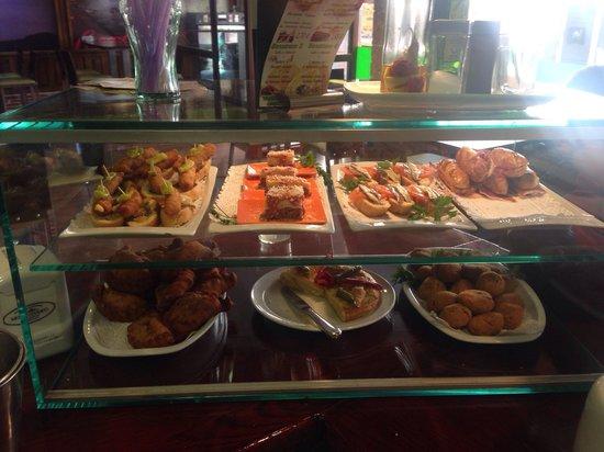 Pizeria & Cafeteria Montevideo: Variedad y calidad de tapas!!!