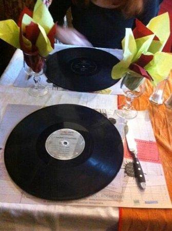 les sets de table, originaux et réels! - picture of auberge la