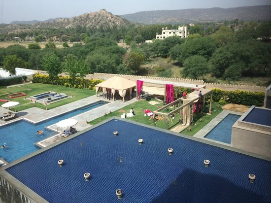 Fairmont Jaipur: Gold Room view of the pool
