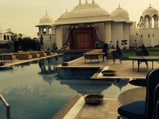 Fairmont Jaipur: Poolside