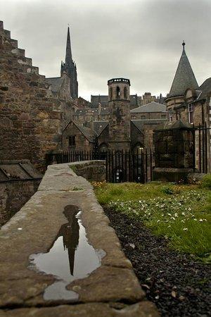 Iconic  Tours: Greyfriar's Kirkyard