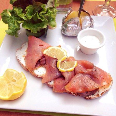 Le Jardin d'Amalula: Tartine au saumon fumé et à la mousse de chèvre
