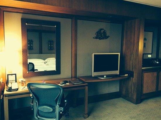 Conrad Bangkok Hotel: TV etc