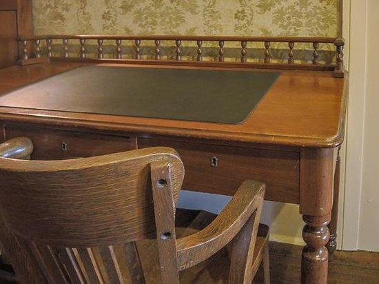 Beaumont Inn: Beautiful furniture everywhere you look