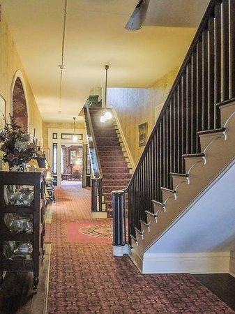 Beaumont Inn: 1st floor lobby