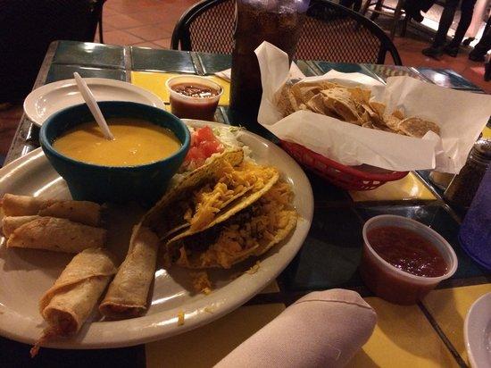 Original Mexican Restaurant : Tacos e flautas